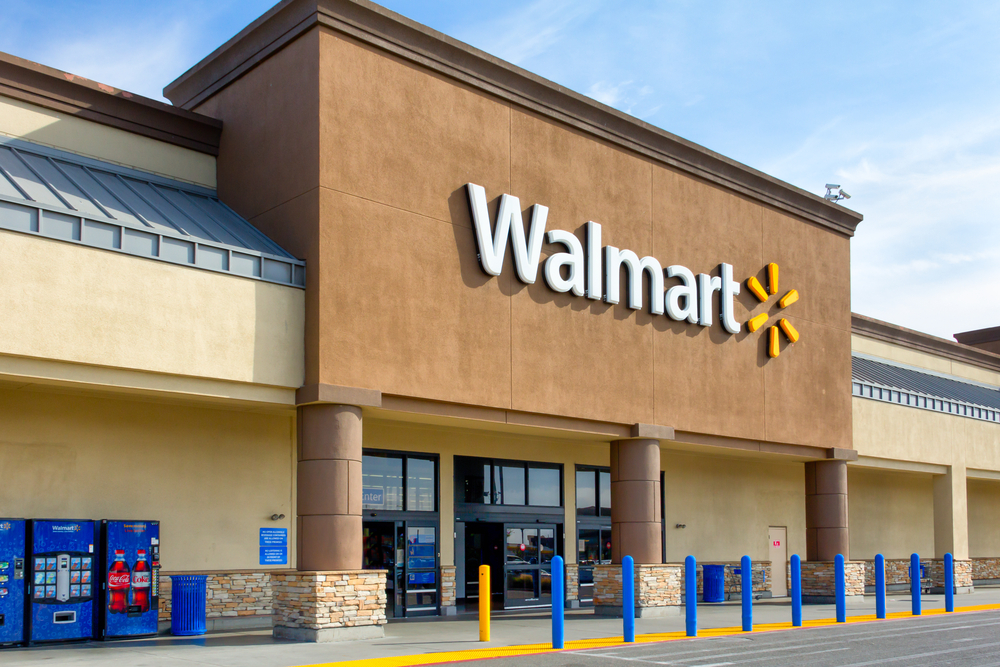 Walmart withdraws all advertising of violent games in its stores, but continues to sell weapons